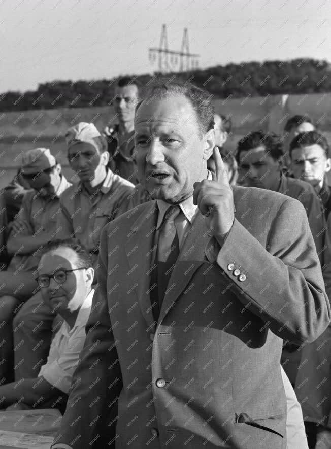 Belpolitika - Kádár János a kazincbarcikai Mező Imre Ifjúsági Építőtáborban