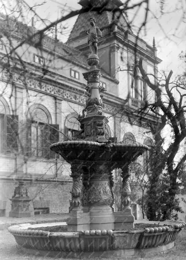 Ipar - A Zsolnay-kút a Pécsi Porcelángyárban
