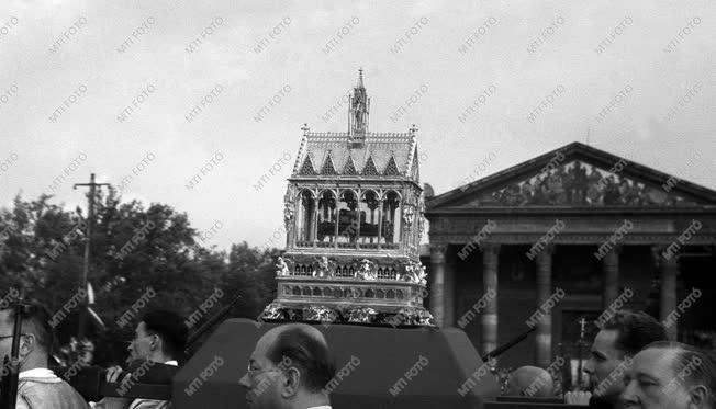 Egyház - Szent István napi körmenet