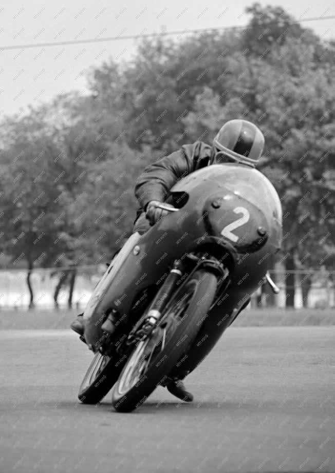 Sport - Gyorsasági motorverseny