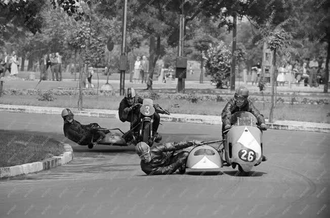 Sport - Motorkerékpár gyorsasági verseny a Népligetben