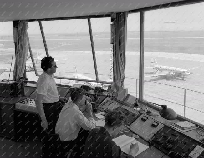 Közlekedés - Légi közlekedés - Ferihegyi repülőtér