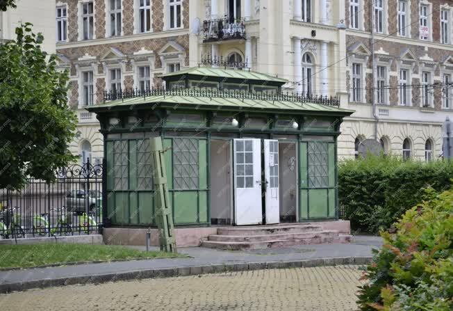 Építmény - Budapest - Illemhely a Rózsák terén