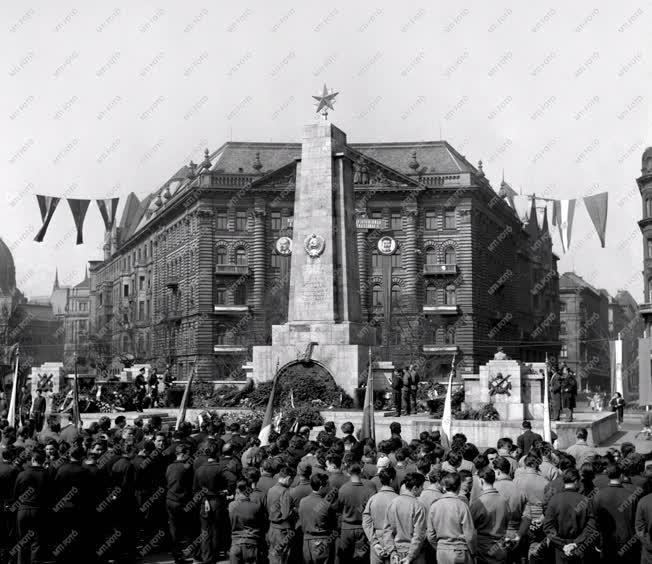 Belpolitika - Megemlékezés - Szovjet hősök emlékműve