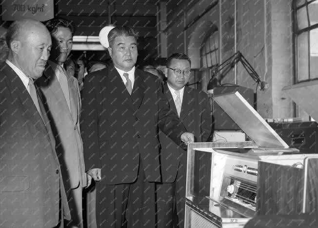 Külkapcsolat - Koreai küldöttség a Telefongyárban