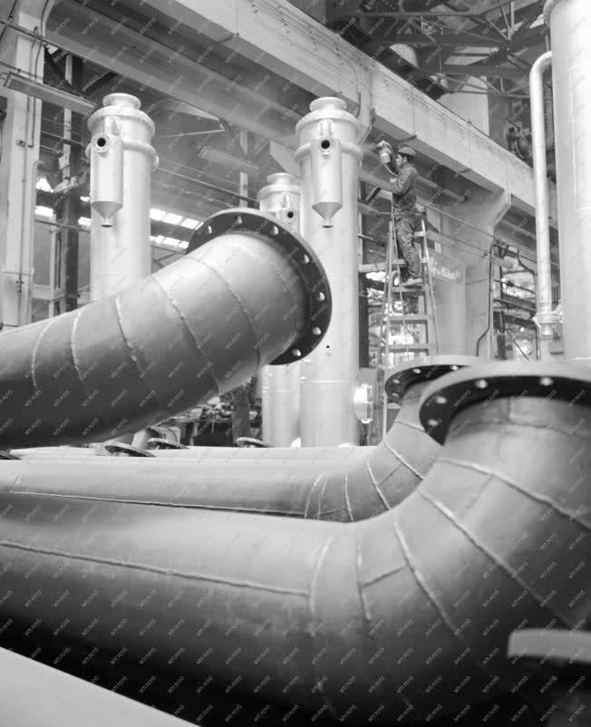 Ipar - Termelés a Láng Gépgyár kazán gyáregységében