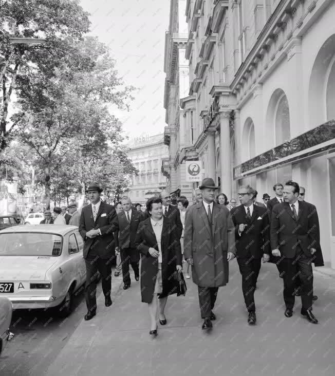 Külkapcsolat - Losonczi Pál és felesége Bécsben
