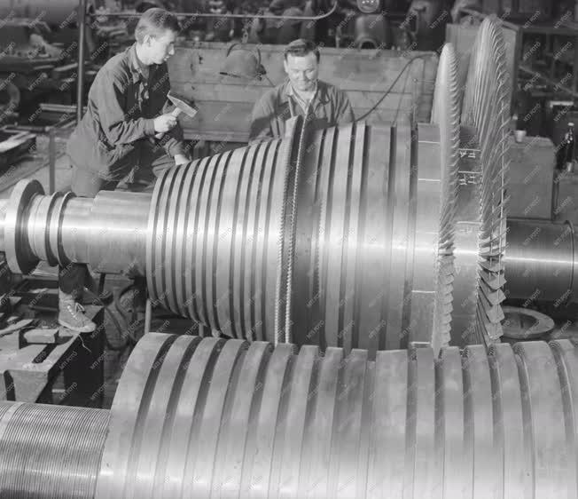 Ipar - Gépipar - Energia - A Láng Gépgyár turbinaüzeme