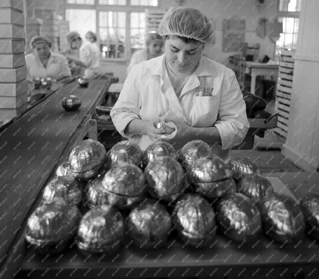 Ipar - Húsvéti termékek a Szerencsi Csokoládégyárból