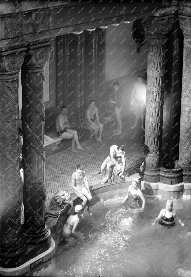 Egészségügy - A Gellért gyógyfürdőben