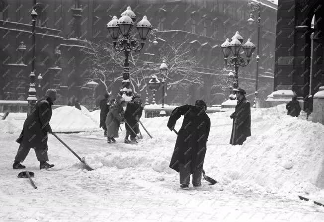 Időjárás - Havas téli nap Budapesten