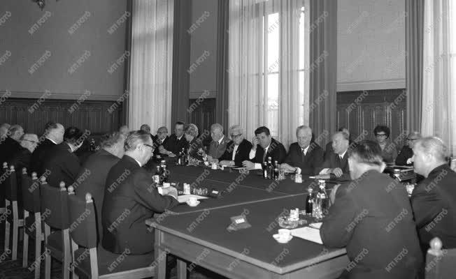 Belpolitika - Az Elnöki Tanács alakuló ülése