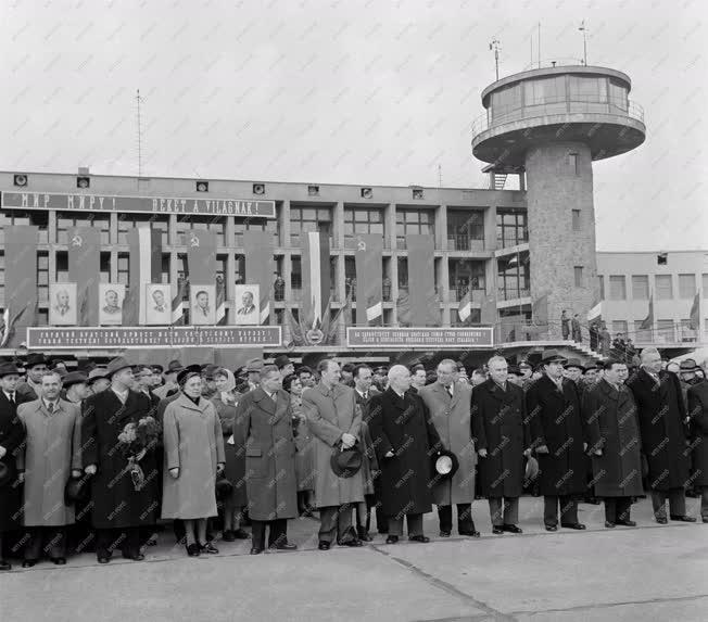 Külpolitika - Szovjet küldöttség búcsúztatása