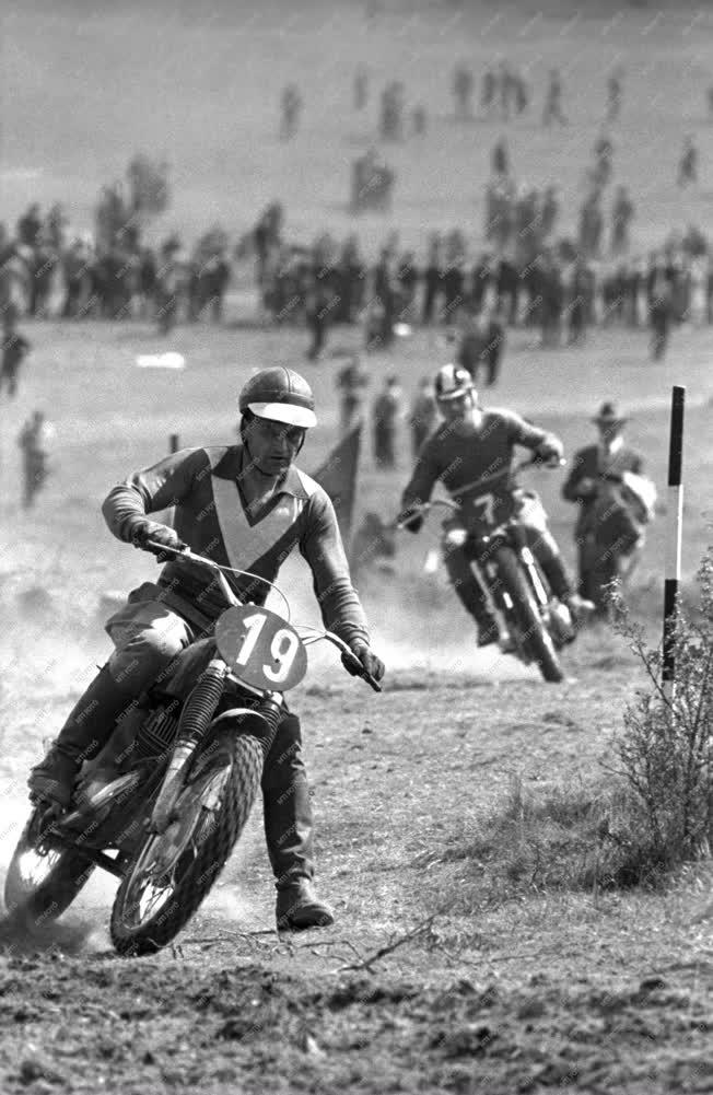 Sport - Motorsport - A motocross bajnokság első fordulója