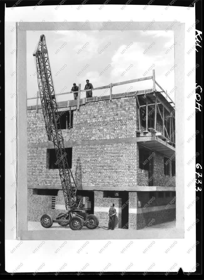 Ipar - Építkezés - Daru