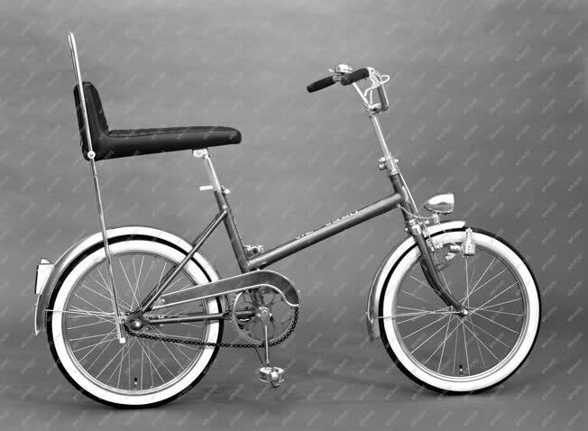Ipar - A Csepel Művek Tröszt kerékpárgyára