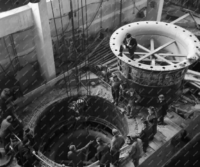 Ipar - Energia - Beemelik a Kvassay Erőmű turbináját