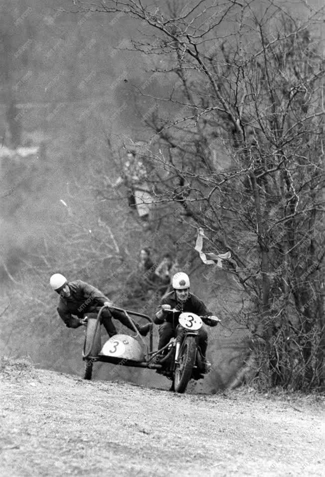 Sport - Motorverseny a Szabadság-hegyen