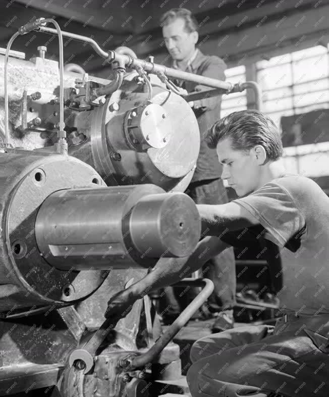 Ipar - A Budapesti Hajtóműgyár