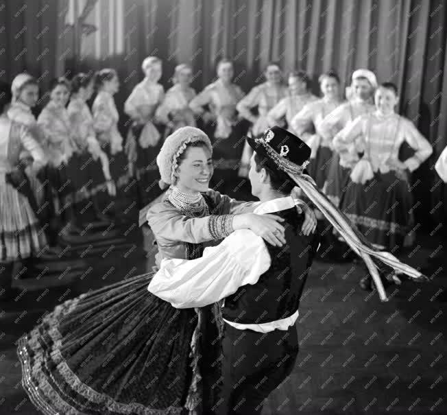 Kultúra - Magyar Állami Népi Együttes - Ecseri lakodalmas