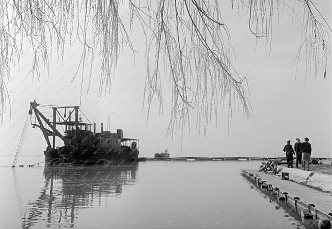 Természet - Iszaptalanítják a Balatont