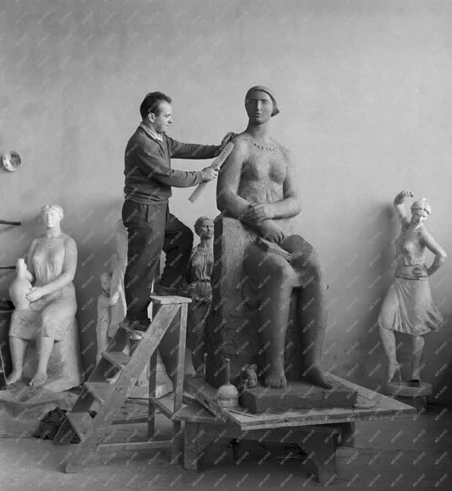 Szobrászat - Somogyi Árpád szobrászművész