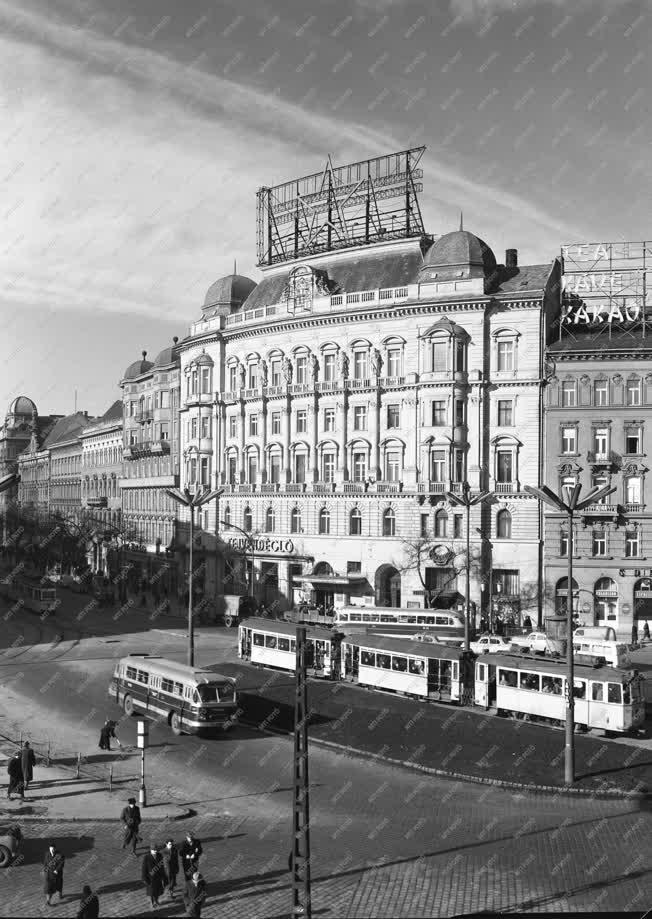 Budapest - Városkép - 70 éves a Marx tér 5. sz. alatti ház