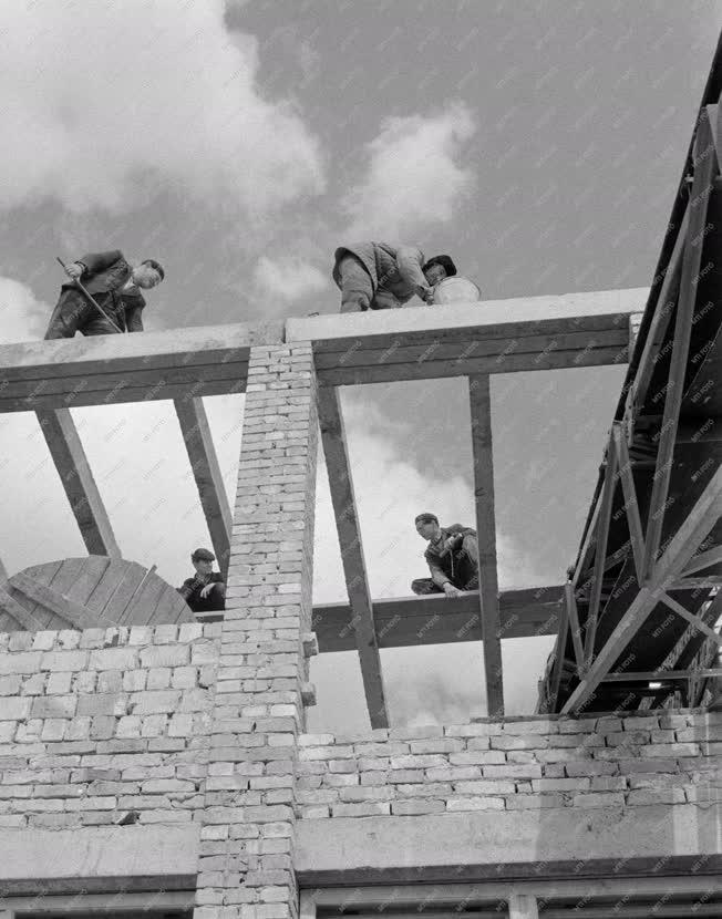 Építőipar - Oktatás - Általános iskola épül Dunaszentgyörgyön