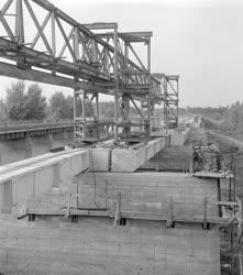 Ipar - Munkában a szolnoki híd építői