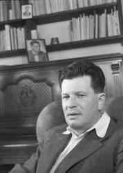 Személyek - Karinthy Ferenc új színdarabot ír