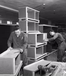 Ipar - Bútorgyártás - Új hálószoba-garnitúrák