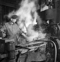 Ipar - Martinász az öntőműben