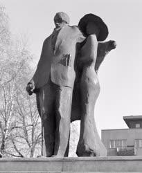 Kultúra - Borbás Tibor Ady Lédával című bronzszobra