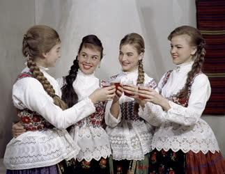 Kultúra - Folklór - Állami Népi Együttes
