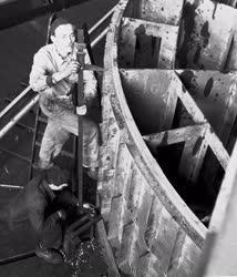 Ipar - Óriás tolómérő a Ganz MÁVAG Gyárban
