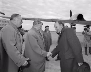 Külpolitika - Kádár János fogadása a Ferihegyi repülőtéren