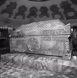 Múzeum - Megnyitotta kapuit a Zsolnay-mauzóleum Pécsett