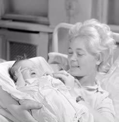 Életkép - 1964 első újszülöttje