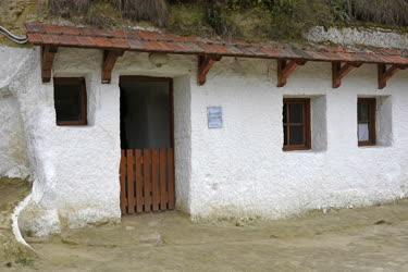 Múzeum - Egerszalók - Barlanglakások