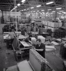 Ipar - Készülnek a bútorok Nagykanizsán