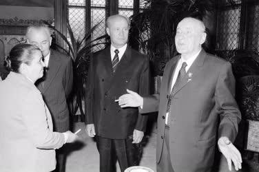 Belpolitika - Kádár János köszöntése 70. születésnapja alkalmából