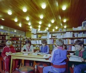 Életkép - Szervezet - A zánkai úttörőváros könyvtárában