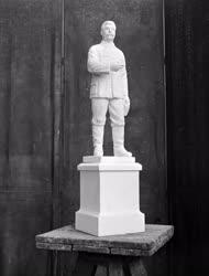Kultúra - Szobrászat - Sztálin-szobor