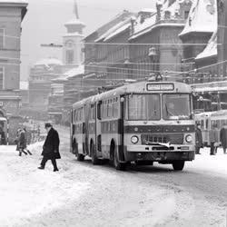 Városkép - Közlekedés - Forgalom a havas Budapesten