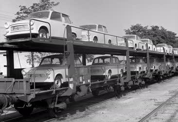 Közlekedés - Megérkezett az új Trabant 601-es autótípus Magyarországra