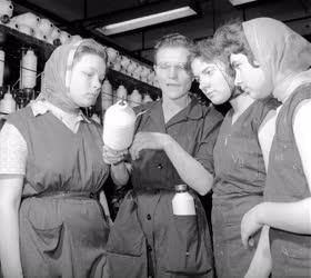 Oktatás - Ipar - Textilipari tanuló képzés