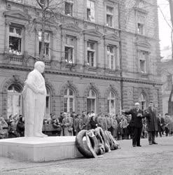 Kultúra - Mikszáth Kálmán szobrának avatása