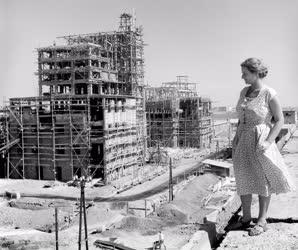 Első ötéves terv - Sztálinváros építése