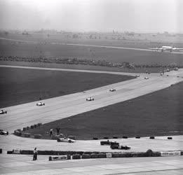 Sport - Nemzetközi autóverseny a Ferihegyi repülőtéren