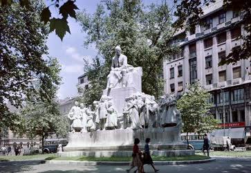 Városkép - Budapest - Vörösmarty tér